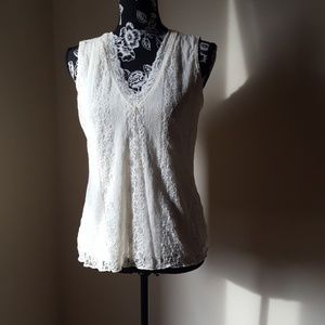🎁Covington Antique Lace Sleeveless top